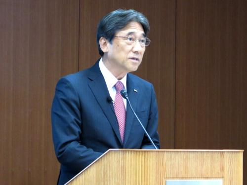 2019年4~6月期の決算を発表するNTTドコモの吉沢和弘社長