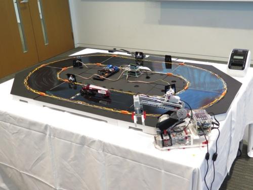 ブロック型玩具を使い、Oracle Cloudによる業務の自動化のデモを実施した