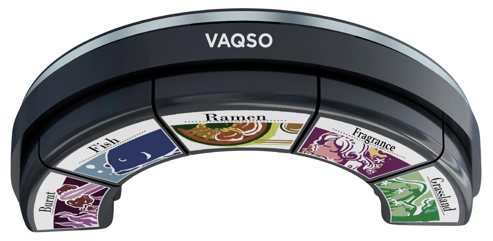 香りを発生するVRデバイス「VAQSO VR」。VRゴーグルの下に装着して使う (出所:VAQSO)