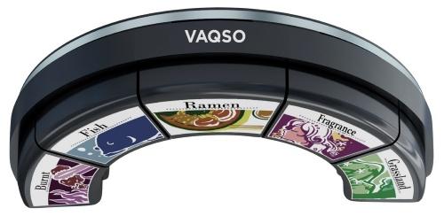 香りを発生するVRデバイス「VAQSO VR」。VRゴーグルの下に装着して使う