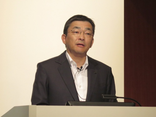2019年4~6月期連結決算を発表するKDDIの高橋誠社長
