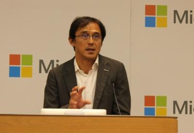 記者会見する日本マイクロソフトの高橋美波執行役員常務
