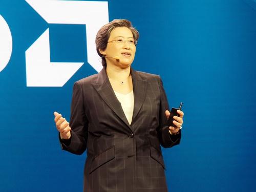 第2世代EPYCを発表するCEOのLisa Su氏