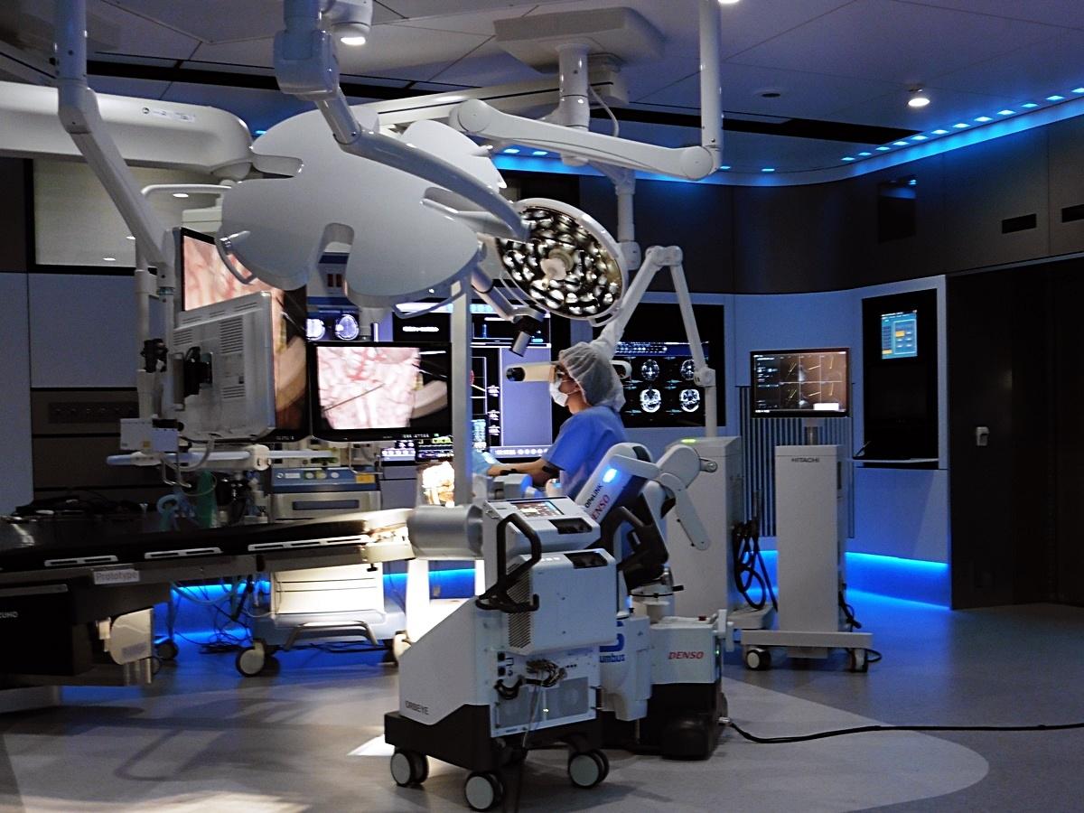 東京女子医科大学に導入されたスマート治療室 (写真:日経 xTECH)