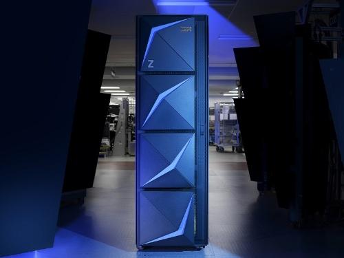 メインフレームの新製品「IBM z15」