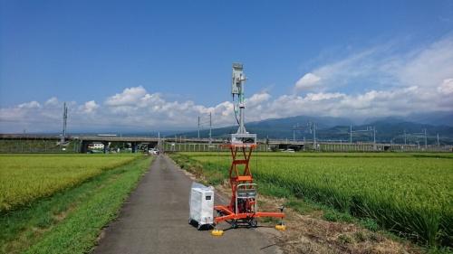 東海道新幹線の線路付近に設置された5Gの実験用基地局
