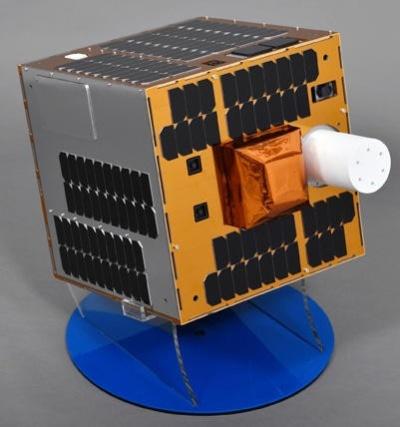 実証試験に用いるスペースデブリ除去衛星の1/2模型(出所:川崎重工業)