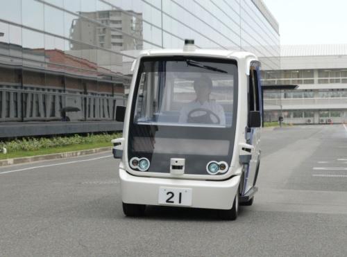 パナソニックが本社敷地内で運用する自動運転車