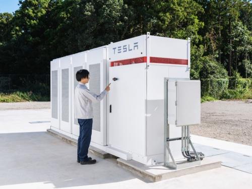 IIJが千葉県白井市のデータセンターに導入したテスラ製のリチウムイオン蓄電池「Powerpack」