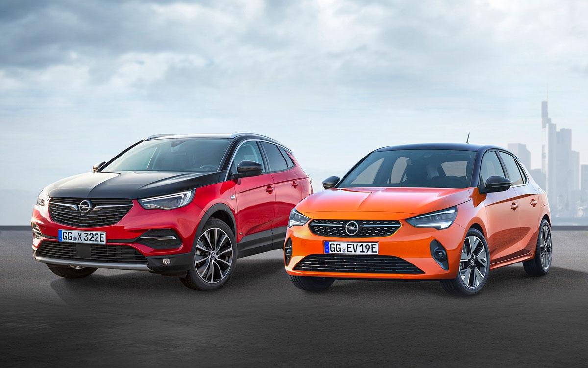 2019年に発売したプラグインハイブリッドのGrandland X Hybrid4(左)と、ピュアEVのCorsa-e(右) (写真:Opel)