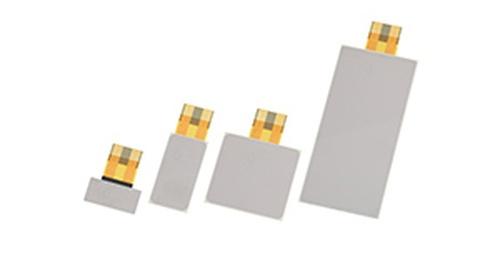 0.49mm/0.76mmと薄い圧電スピーカー。TDKの写真