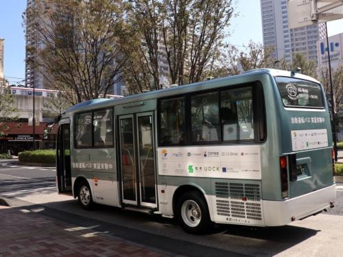 つくばエクスプレス柏の葉キャンパス駅前に到着した自動運転バス