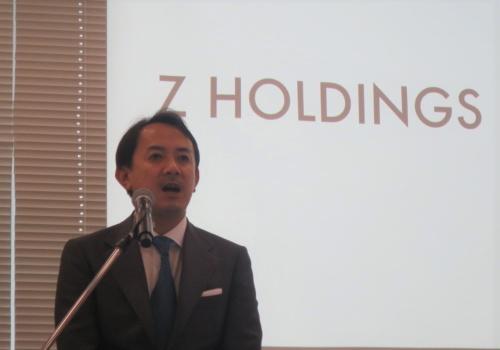 決算会見に臨む川辺健太郎社長CEO