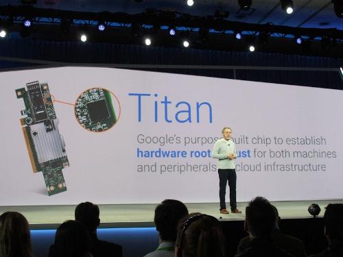 セキュリティーチップ「Titan」を発表するグーグルのウルス・ヘルツル氏