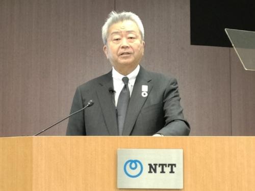 2019年4~9月期決算会見でERPの統合計画について発表する、NTTの澤田純社長