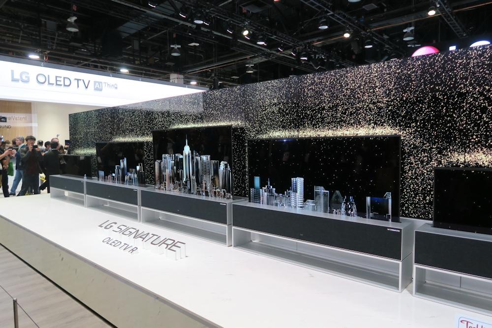LG電子の「LG SIGNATURE OLED TV R(R9)」 「CES 2019」で展示した(撮影:日経 xTECH)