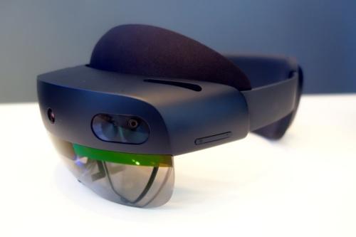 出荷開始した米マイクロソフトの「HoloLens 2」