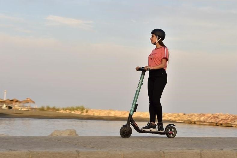 電動キックスクーターのeXS、25km走行できる (写真:SEAT)
