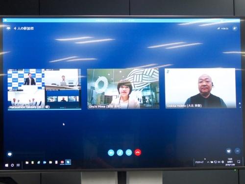 写真9●出張先PCのSkype画面にもHDコムのビデオ会議(左)が表示される