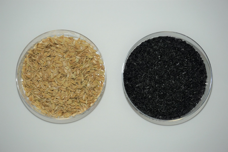 図3:もみ殻(左)と、もみ殻の燃焼後に発生するくん炭(右) (出所:ヤンマー)