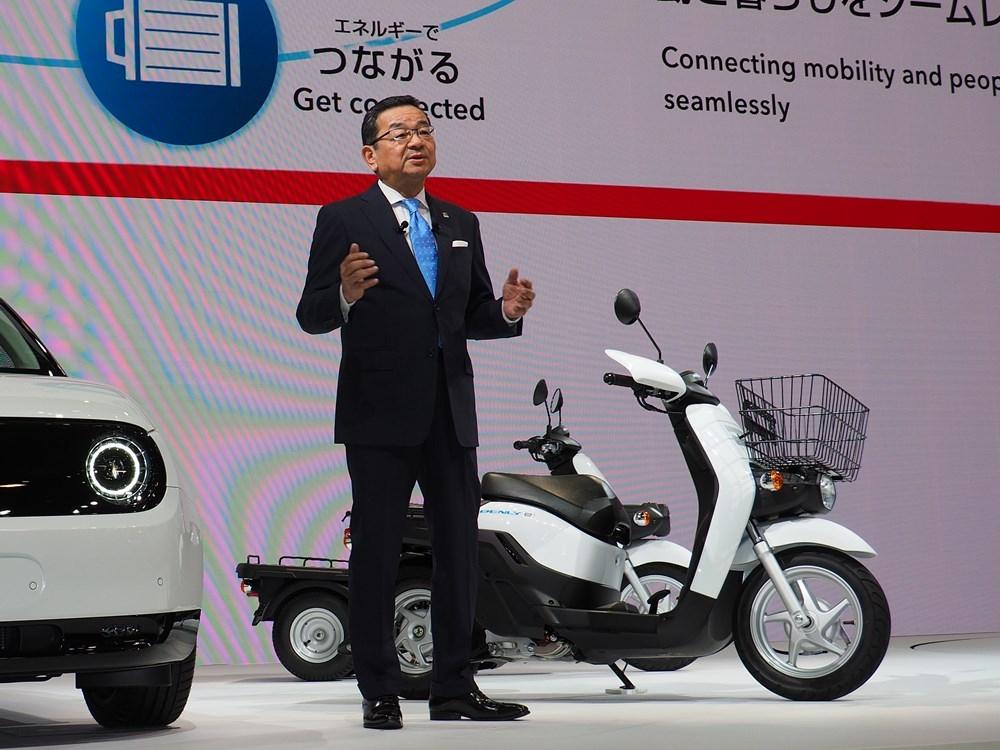 図2 ホンダの八郷隆弘社長 ホンダは2020年春に、「BENLY e:(ベンリィ イー)」を活用した法人向けサービスを開始する予定だ。(撮影:日経Automotive)