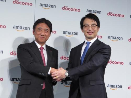 NTTドコモの吉沢和弘社長(左)とアマゾンジャパンのジャスパー・チャン社長