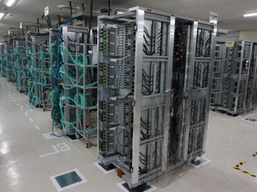 「富岳」のコンピュータラック