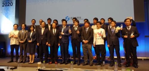 ジャパン・ヘルスケアビジネスコンテスト2020のファイナリストと審査員(撮影:日経 xTECH)