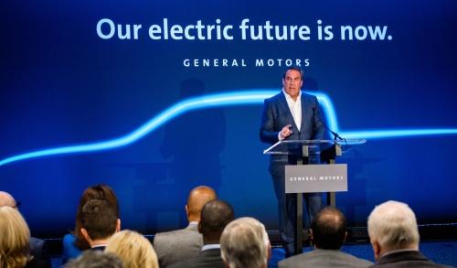 """「今回の投資は、GMの""""オール・エレクトリック・フューチャー""""というビジョンを実現する大きなステップになる」と語るMark Reuss GM社長"""