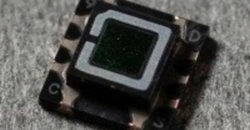 フォトダイオードを使った可燃性ガスセンサー向け赤外光受光素子。旭化成エレクトロニクスの写真