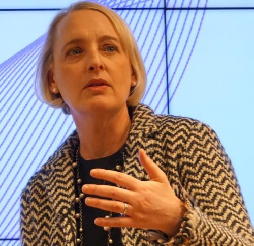 ジュリー・スウィートCEOは「2020年はデジタル技術を導入するフェーズから、成功を共有するフェーズへと変わる最初の年になる」と話した