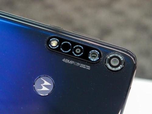 写真4●moto g8 plusのリアカメラ