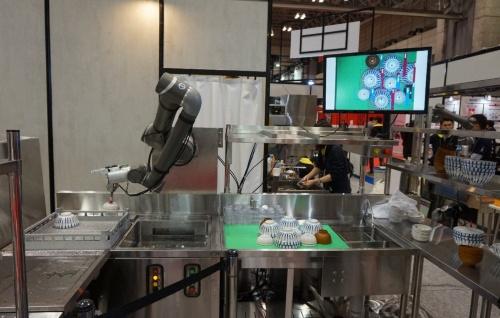 協働ロボットによる食洗機システム