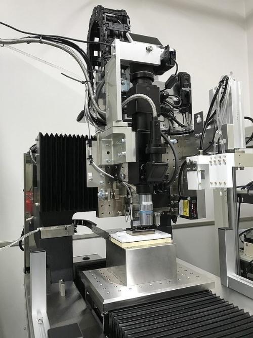 図1:「シリアルセクショニング法による硬さ計測型3次元内部構造顕微鏡システム」の外観