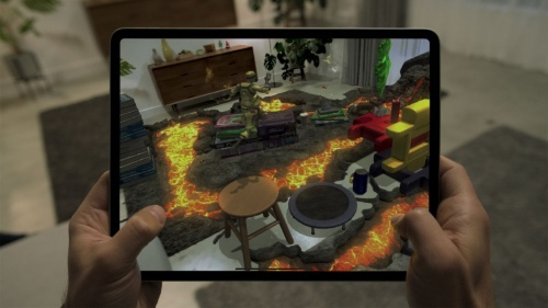 ゲーム向けアプリの例。部屋の状況をLIDARで測定し、その結果を基にリビングルームを溶岩が一杯の障害物コースに変えている