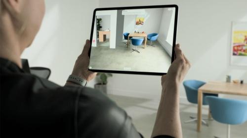 仮想のオブジェクトを配置し、部屋の模様替えを事前に検討できるアプリの例