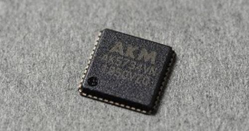 車載用アクティブノイズ制御などに向けた4チャネル構成の24ビットA-D変換器IC。旭化成エレクトロニクスの写真