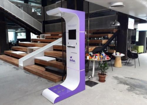 健康測定機器を駅の構内などに設置する事業を展開している(出所:アシックス)