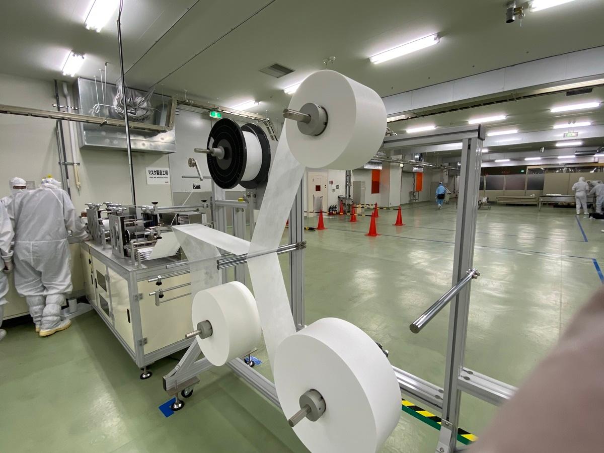 図3 生産ラインの材料供給部 (出所:シャープ)