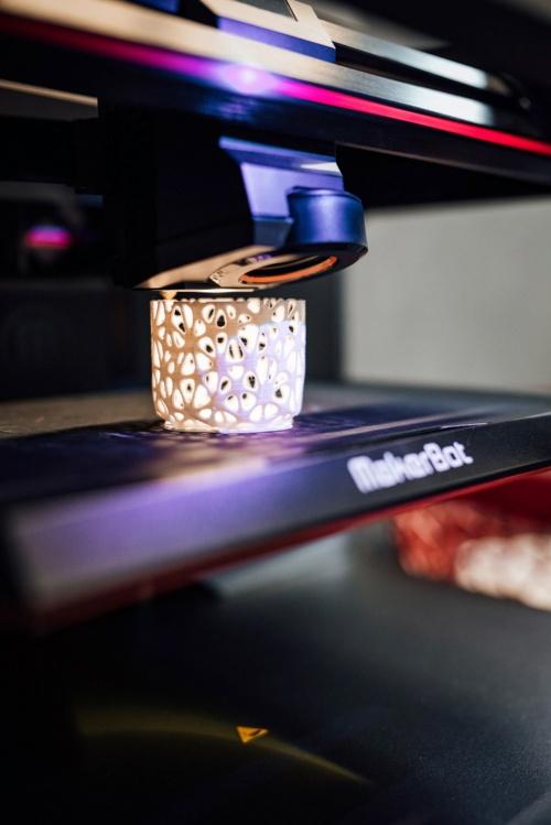 樹脂3Dプリンターによる造形中の様子
