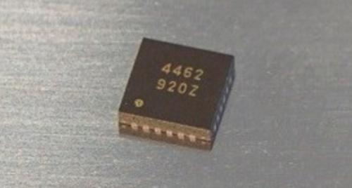 実装面積が4mm×4mmと小さい32ビットD-A変換器IC