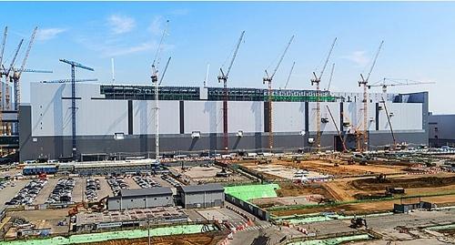 建設中の新工場