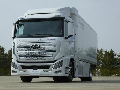 燃料電池大型トラック「XCIENT」