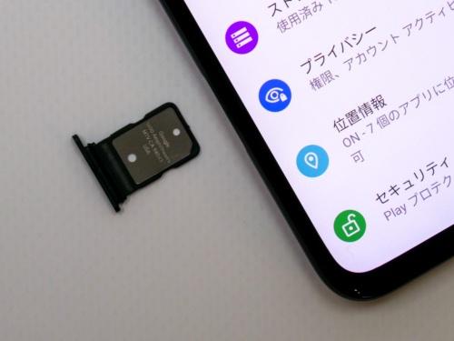 nanoSIMカードスロット。microSDによる拡張には非対応