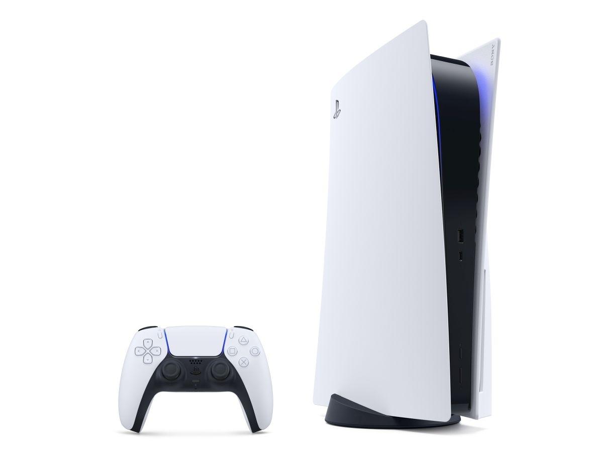 PS5本体とコントローラー「DualSense」 (出典:SIE)