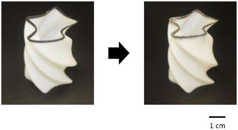 図3:3Dプリンターで出力し(左)、無電解めっきで金属を析出させる(右) (出所:早稲田大学)