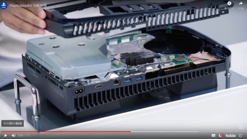左側に見えるユニットが光ディスクドライブ
