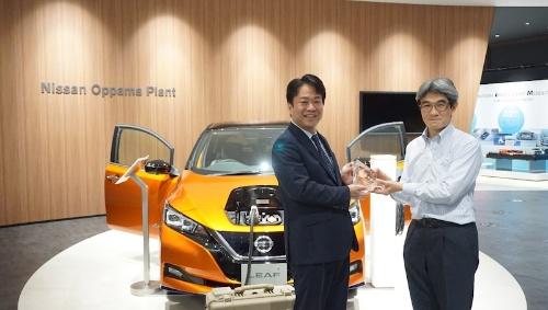 図1:日産自動車 先端材料・プロセス研究所主査の竹本真一郎氏(右)とアルテアエンジニアリング 社長の加園栄一氏(左)