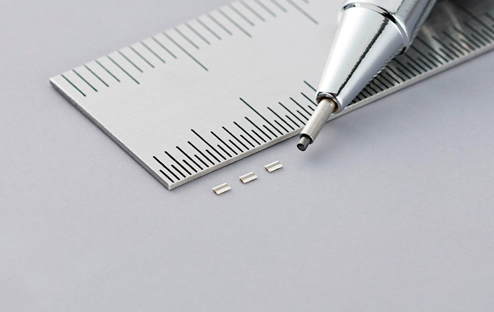外形寸法が0.5mm×1.0mm×0.2mmと小さい低ESLの積層セラミックコンデンサー 村田製作所の写真