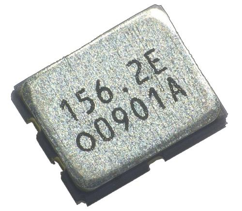 2.5mm×2.0mmと小さい低位相ジッターの水晶発振器